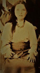 ג'ולי אחות מרגלית דור רביעי למסורת