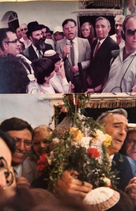 טקס הוצאת ספר התורה יוסף עבו עברון (מאחוריו גלילה) ומשמאל השר אבנר חי שאקי