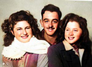 צבי עבו ובנות דודתו - ג'ולי וגלילה