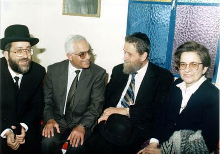 """הרב שאר ישוב הכהן ורעייתו בבית עבו, ל""""ג בעומר 1991"""