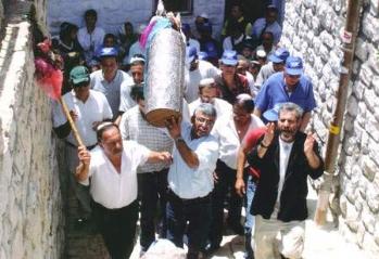 """תהלוכת ספר התורה בחוצות העיר צפת, 2004 תשס""""ד"""