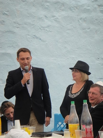 נציג שגריר צרפת בישראל והמזכיר הראשון, אלכסיי דטרטר מברך בטקס, 2010