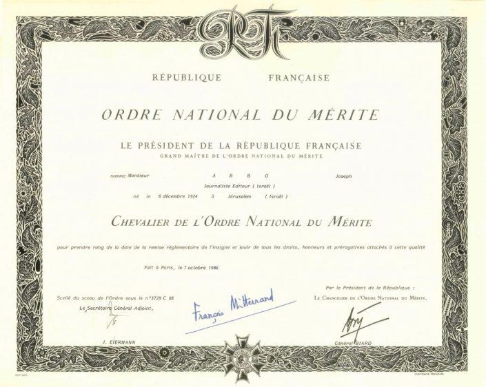 אות אביר מסדר הכבוד הצרפתי ליוסף עבו עברון על שמירת יחסי הידידות בין ישראל לצרפת והמשכיותה הנפלאה של מסורת בית עבו