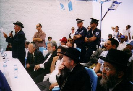2004 - יוסף עבו עברון מקריא את מגילת המסורת