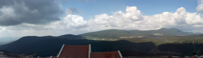 נוף פנורמי ממרפסת בית עבו יום שחרור צפת 2021