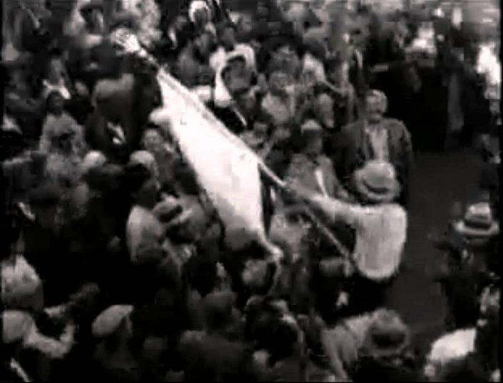 """רוקדים עם החמסה בערב ל""""ג בעומר במירון 1935"""